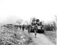 "Marines of Headquarters Company, Third Battalion, Seventh Marines move up post of Second Battalion near Chunchon."" From the Photograph Collection Marine Corps Archives & Special Collections OFFICIAL USMC PHOTO Military Quotes, Military Pictures, 7 Marine, Marine Corps, Military Diorama, Korean War, Historical Pictures, Usmc, Vietnam War"