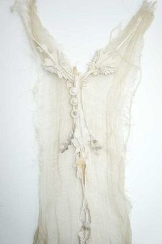 make this with an old painted photo frame with neutral backround and work a gauze fabric with thread/string etc.little lace and pretty accents .photo by louise richardson Hippie Chic, Wedding Inspiration, Style Inspiration, Shades Of White, Textile Art, Wearable Art, Boho Fashion, Fashion Details, Dress Fashion