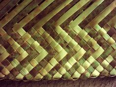 FLAXWEAVING This unique form of the weaving craft was invented by Maori specifically for native flax (harakeke) and is a good represent. Flax Weaving, Basket Weaving, Maori Designs, Weaving Patterns, Weaving Techniques, Inventions, Weave, Baskets, Blog