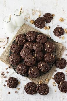 It is a candidate to be one of the top three cookies in the world. :] Another are world peace cookies. Healthy Meals For Kids, Healthy Desserts, Kids Meals, Cookie Recipes, Snack Recipes, Cookie Ideas, Food Wishes, Baking With Kids, Food Challenge