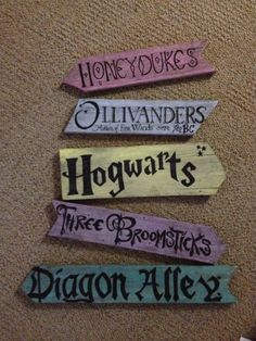 Direction Signs by Forthehalibut on Etsy Hogwarts Harry Potter Halloween, Deco Noel Harry Potter, Harry Potter Sign, Harry Potter Thema, Harry Potter Christmas Tree, Arte Do Harry Potter, Harry Potter Nursery, Harry Potter Classroom, Harry Potter Birthday