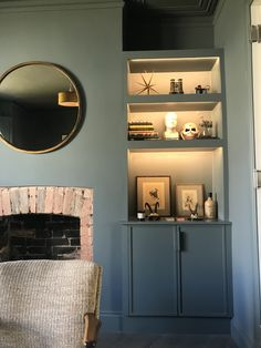 Interior Design for Creative Families & Little People Living Room Shelves, New Living Room, Studio Interior, Home Interior Design, Alcove Cupboards, Teal Rooms, Industrial Home Design, Living Etc, Front Rooms