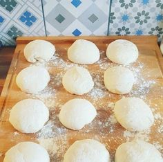 How to make the best pizza dough (in the world)?-How to make the best pizza dough (in the world)? Discover the unbeatable pizza dough recipe worthy of Pizza Sandwich, Pizza Cake, Pizza Recipes, Snack Recipes, Snacks, Pate A Pizza Fine, Pizza Poster, Best Pizza Dough, Gastronomia