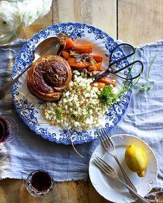 Hierdie is nie eintlik 'n resep nie, dáárvoor is wat ek nou deel te eenvoudig. Wat dit is, is meer van 'n gedagte. 'n Idee van anders dink oor waar jy jou vleis koop, watter vleis jy koop en wat jy daarmee doen. As kind was 'n supermark nie 'n plek waar ons vleis gekry het Oven Chicken Recipes, Dutch Oven Recipes, How To Cook Samp, Salted Caramel Fudge, Salted Caramels, Dried Figs, South African Recipes, Oreo Cake, Jamaican Recipes
