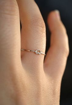 Delicate and small rings in your daily life Simple and delicate ring, ring design, popular rings on 2019 Cute Promise Rings, Cute Rings, Small Rings, Pretty Rings, Promise Ring Band, Simple Jewelry, Cute Jewelry, Jewelry Rings, Jewelery