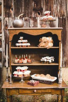 Halloween Tablescape Inspiration from JoPhoto Jam Wedding Favors, Edible Wedding Favors, Wedding Desserts, Fun Desserts, Delicious Desserts, Thanksgiving Celebration, Thanksgiving Decorations, Pumpkin Decorations, Thanksgiving Tablescapes
