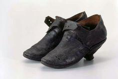 Damenschuhe. Halbschuhe, mit kleinen Absätzen, schwarz. Hersteller unbekannt. Herkunft: Lötschental (VS). Leder. Um 1750