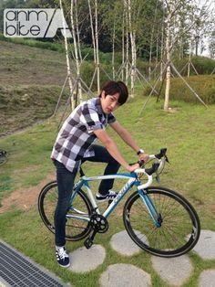 [PIC] ANM Bike Blog Update : KBS2 High School Love On Bike Sponsporship - #인피니트 Sungyeol pic.twitter.com/lzEMT8MGu0