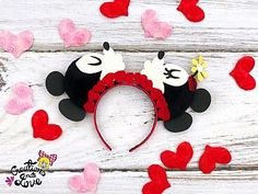 Kissing Mickey and Minnie Mouse Ears Headband Diy Disney Ears, Disney Mouse Ears, Disney Diy, Mickey Minnie Mouse, Mickey Ears, Disney Trips, Mini Mouse Ears, Minnie Mouse Headband, Disney Activities