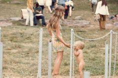 Girls from Woodstock in 1969 – Fubiz Media