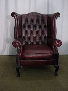 Canapé chesterfield en cuir marron clair antiquites