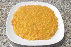 Il risotto alla zucca è una specialità autunnale che mette in risalto la dolcezza e la delicatezza della zucca bilanciata dalla mantecatura col formaggio.