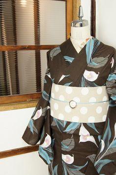 オリーブブラウンにカラーの花が美しい変わり綿地モダン浴衣 - アンティーク着物