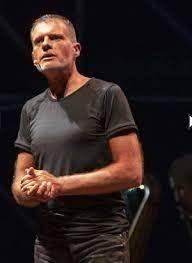 Stefano Massini: «Noi siamo utili» - La Provincia Mens Tops, T Shirt, Theater, Culture, Supreme T Shirt, Tee Shirt, Tee
