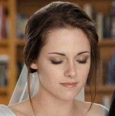 Wedding makeup lesson can make a woman look beautiful and gorgeous . In other words we can say that when you are able to define your style,it will be much easier.wedding makeup lesson is well acquainted with type of makeup that suits different skin type.