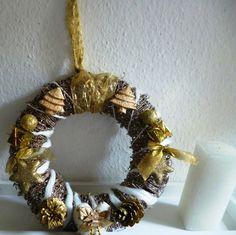 Weihnachtsdeko - Goldener Tür-/Wandkranz - ein Designerstück von Rosettas-Laden bei DaWanda