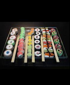Bandeja de shushi realizada con chuches para los más golosos, regalo original para celebraciones y fiestas,