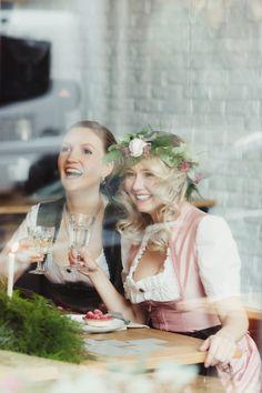 Mit den besten Freundinnen eine Bridal Party im Dirndl feiern. Auf dem Blog gibt es ein Style Shooting der besonderen Art.