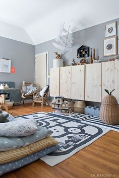 Roomtour: Boysroom with IKEA Ivar cabinets and pear basket by Ferm Living Kids . - Ikea DIY - The best IKEA hacks all in one place Ferm Living Kids, Decoracion Habitacion Ideas, Living Room Interior, Living Room Decor, Ikea Ivar Cabinet, Baby Room Boy, Girl Nursery, First Apartment Decorating, Minimalist Living