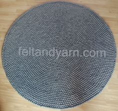 Solid Grey round felt ball rug handmade in Nepal de feltnyarn en Etsy https://www.etsy.com/es/listing/130193348/solid-grey-round-felt-ball-rug-handmade