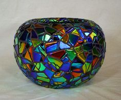 Glass vase by Laurel Yourkowski (I love the colors and shape! Mosaic Bottles, Mosaic Vase, Mosaic Flower Pots, Mirror Mosaic, Stained Glass Projects, Mosaic Projects, Mosaic Ideas, Fused Glass Art, Dichroic Glass