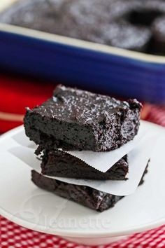 Quinoa Fudge Brownies © Jeanette's Healthy Living @Jeanette | Jeanette's Healthy Living