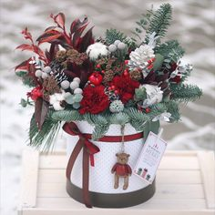 35 Ideas flowers wreath centerpiece for 2019 Christmas Flower Arrangements, Christmas Flowers, Winter Flowers, Christmas Table Decorations, Christmas Home, Flower Decorations, Floral Arrangements, Christmas Wreaths, Christmas Crafts