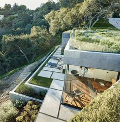 Mama's Shelter - Das Oak Pass House in den Hollywood Hills California Architecture, Modern Architecture, Residential Architecture, Amazing Architecture, Hollywood Hills, Shelter, Infinity Pool, Beverly Hills Houses, Genius Loci