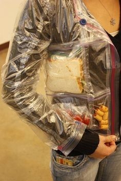 This hilarious, awesome Ziploc jacket is the most practical upcycled clothing weve ever seen.I would so wear this to school just to carry food around cause I'm always hungry Objet Wtf, Weird Inventions, Gadgets, Cool Jackets, Just In Case, Projects To Try, The Incredibles, Snacks, Recycling