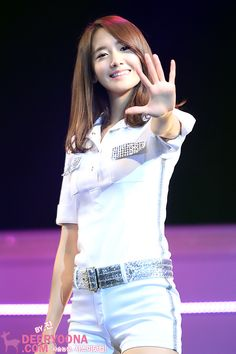 Yoona is such a class act. IDK anything about her group but I just love her to bits!