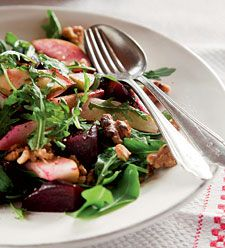 Pähkinäinen punajuuripäärynäsalaatti