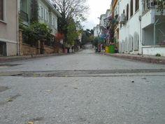 bu sokaklardan kimler geçti kim bilir...
