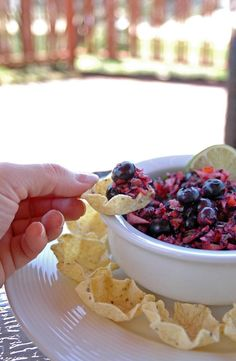 Perfect for the of July or a summer barbecue, this Red, White and Blueberry Salsa is so refreshing and addictive! A vegan and gluten-free fruit salsa. Bbq Appetizers, Appetizers For A Crowd, Easy Appetizer Recipes, Paleo Side Dishes, Summer Recipes, Whole Food Recipes, Vegan Recipes, Blueberry, Favorite Recipes