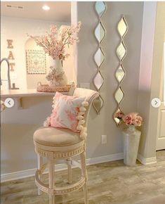Decor Home Living Room, Home Decor Furniture, Living Room Designs, Bedroom Decor, Girl Apartment Decor, Apartment Living, Home Entrance Decor, Luxury Dining Room, My New Room