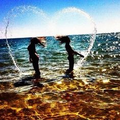 I love this picture idea for best friend pictures or sister pictures at the beach!