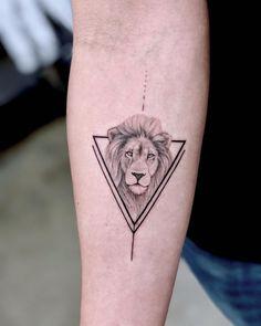 Lion head with triangular frame Chronic Ink Tattoo # Sensitivity Emotion # Tatto . - Lion head with triangle frame Chronic Ink Tattoo # Sensitivity Emotion # Tattoo # Toes - Leo Lion Tattoos, Dreieckiges Tattoos, Trendy Tattoos, Cute Tattoos, Unique Tattoos, Small Tattoos, Sleeve Tattoos, Tattoos For Guys, Tatoos