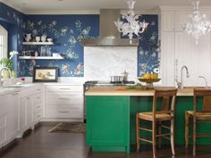 37 Best Colorful Kitchen Design Ideas , Shading plans are a fundamental, yet key component of a kitchen redesign. Finding imaginative, modest approaches to apply a shading plan to your kitch. Green Kitchen Decor, Eclectic Kitchen, Modern Kitchen Design, Interior Design Kitchen, Kitchen Paint Colors, Painting Kitchen Cabinets, Kitchen Backsplash, Hgtv Kitchens, Cool Kitchens
