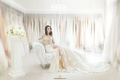 Wedding dress shopping is an experience every future bride dreams of. But before you get to ahead of yourself and start the search for the perfect wedding dress, here are 8 tips and advice for the newly engaged bride to make the journey an enjoyable one. Wedding Beauty, Dream Wedding, Wedding Day, Wedding Ceremony, Wedding Anniversary, Civil Ceremony, Wedding Makeup, Wedding Venues, Glamour Hollywoodien