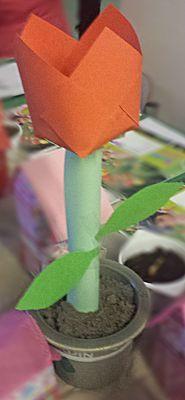 Tulpen voor moeder -- een leuke tulp maken als knutselwerkje
