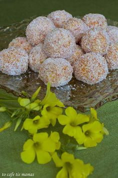 Τρουφάκια καρότου με καρύδα. - To Cafe tis mamas Cereal, Drinks, Food, Beverages, Essen, Drink, Beverage, Yemek, Meals