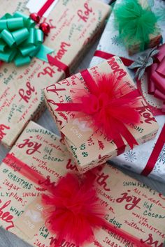 Holiday Home Tour via Annawithlove Shop - Christmas Wrapping - Tulle Bows