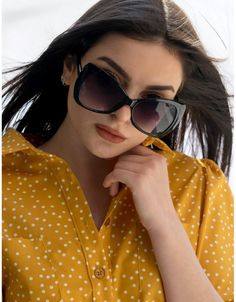 d1a675af67 Αυτές είναι οι πιο hot τασεις στα γυναικεία γυαλιά ηλίου για το καλοκαίρι  2019. Λατρεύουμε