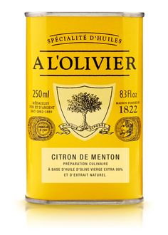Huile d'olive au Citron de Menton par A l'olivier. Elle est issue d'une macération avec du zeste de citron de Menton (IGP), ce qui lui donne un parfum fruité et légèrement amer.  Idéale pour assaisonner toutes vos salades gourmandes et autres marinades : mettez une touche de fraîcheur et d'originalité dans vos recettes ! #terroir #savoirfaire #tresorsdesregions #alolivier #produitsregionaux #madeinfrance #yummy #food #delicious #tasty