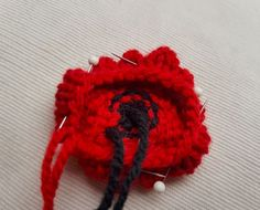 Handmade Knitted Poppy Wavy Sewing Fitting in Knitting Children Craft Ideas Knitted Poppy Free Pattern, Leaf Knitting Pattern, Knitted Flower Pattern, Knitted Poppies, Knitted Flowers, Knitting Patterns Free, Free Knitting, Flower Patterns, Knit Patterns