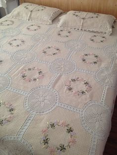 Sale Cottage chic hand crochet ribbon embroidery bedspread bed cover with 2 pillow shams
