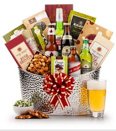 First Class Beer Chiller: Gourmet Gift Baskets - A stately collection of award-winning beers and sophisticated snacks. Gift Baskets For Men, Gourmet Gift Baskets, Gifts For Beer Lovers, Best Gifts For Men, Beer Basket, Basket Gift, Craft Beer Gifts, Beer Making Kits, Valentines