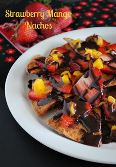 Strawberry Mango Nachos- use low pro tortilla to make chips Strawberry Recipes, Fruit Recipes, Mexican Food Recipes, Dessert Recipes, Mango Desserts, Delicious Desserts, Yummy Food, Tasty, Quick Easy Healthy Meals