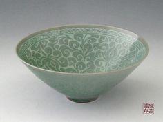 View More Pictures A reproduction of the century tea bowl listed as Korea& National Treasure this celadon porcelain tea bowl e. Pottery Plates, Ceramic Pottery, Pottery Art, Korean Pottery, Japanese Pottery, Japanese Art, Ceramic Pots, Porcelain Ceramics, Korean Art