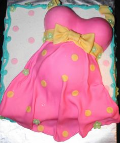baby shower belly cake with footprint