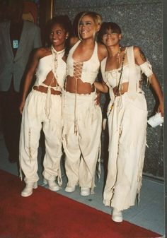 All those times they made baggy matching outfits look incredibly sexy. | 12 Times TLC Redefined Fashion In The '90s